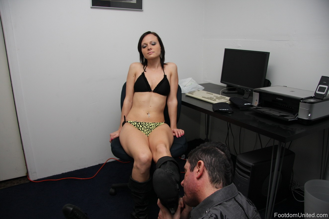 holly marie combs pussy peaks